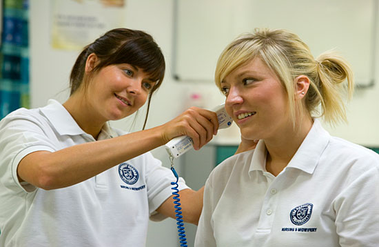 Student Nurses using the Clinical Skills Centre